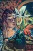 Frau mit Orchidee