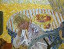 Junge Frau mit gestreiftem Tischtuch