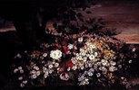 Blumenstilleben auf einer Steinbank