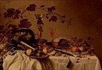 Stilleben mit Früchten in einer Delfter Schale, Pastete und Zinngeschirr