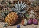 Eine Ananas, ein Pfirsich und Pflaumen auf moosbewachsener Erde