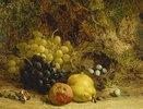 Trauben, ein Apfel, eine Birne und ein Vogelnest auf Moos