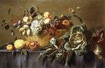 Ein Korb mit Früchten auf einem Tisch