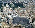 Luftaufnahme der Basilika St. Peter und des Petersplatzes im Vatikan