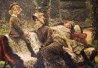 Mutter und Kinder auf einer Gartenbank