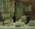Der gedeckte Tisch vor dem Haus