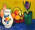 Weißer Krug mit Blumen und Früchten
