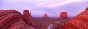 Abenddämmerung im Monument Valley, Navajo Tribal Park, Arizona, USA