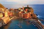 Blick über den Hafen von Vernazza, Italienische Riviera, Cinque Terre, Ligurien, Italien