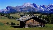 Blick zu den Geislerspitzen und zur Gherdenacia, Seiser Alm, Dolomiten, Trentino-Südtirol