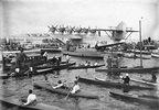 Paddel,- Ruder,- und Motorboote umringen das Flugschiff Do - X.  Photographie