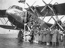 Der Musiker Jack Hylton und seine Band gaben in einem Flugzeug über London ein Konzert um einen neuen transmisionsapparat der Post zu testen.Photographie