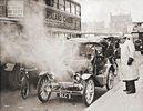 Automobil von 1904 auf den Strassen Londons. Photographie