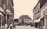 Hauptplatz in Baden, Niederösterreich, Österreich, mit dem Cafe Francais und dem Hotel zum Goldenen Hirschen. Photographie