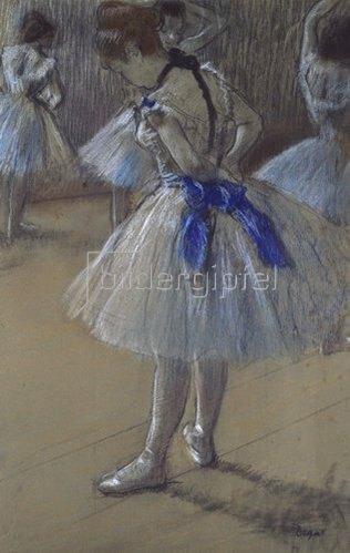 Edgar Degas: Tänzerin beim Binden der Schleife.