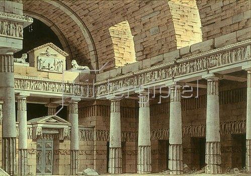 Giorgio Fuentes: Dorische Säulenhalle mit Portal und zwei Sphingen.
