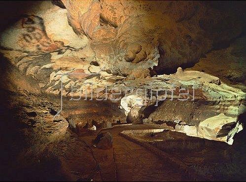 Unbekannter Künstler: Höhle von Lascaux,  Saal der Stiere; ca. 17.000 v.Chr.