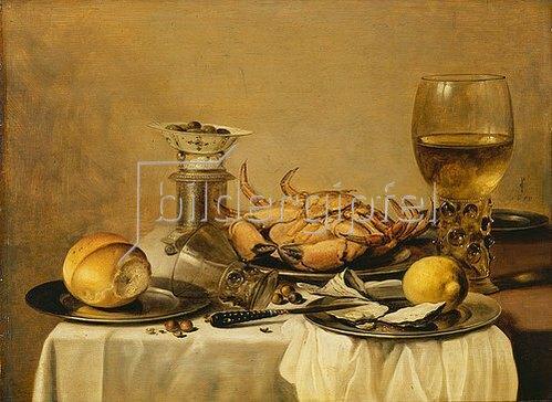 Pieter Claesz.: Banketje - Stillleben mit Seekrabbe, weingefülltem Römer, chinesischem Porzellanschälchen mit Oliven auf Salzfass, Zitrone und Brötchen auf Zinntellern. 1650