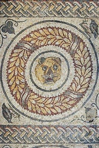 Unbekannter Künstler: Pantherkopf. Mosaikfußboden