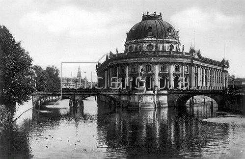Unbekannter Künstler: Das Kaiser Friedrich Museum in Berlin (heute Bode Museum). 1935