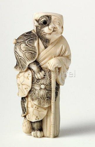 Netsuke. Tanuki als Priester. Japan, späte Edo-Zeit, Mitte 19. Jh.