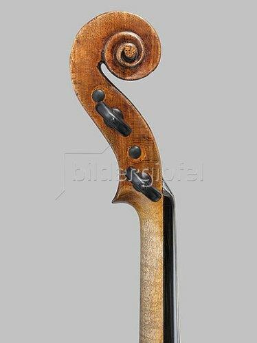 Antonio Stradivari: Eine Geige, bekannt als 'The Penny'. Cremona, ca. 1700. Detail: Seitenansicht von Hals und Schnecke. (siehe auch Bildnummern 40884 und 40885)