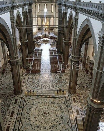 Arnolfo di Cambio: Innenansicht der Kathedrale Santa Maria del Fiore in Florenz. 13.-15. Jh.