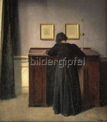Vilhelm Hammershoi: Frau, an einem Stehpult schreibend.