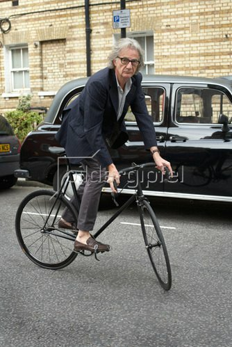 Horst A. Friedrichs: Cycle Style.<p>Sir Paul Smith rides a Mercian track bike