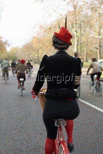 Horst A. Friedrichs: Cycle Style.<p>Fleur rides a Pashley Britannia