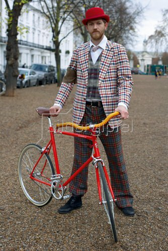 Horst A. Friedrichs: Cycle Style.<p>Adam rides a Tokyobike Classic