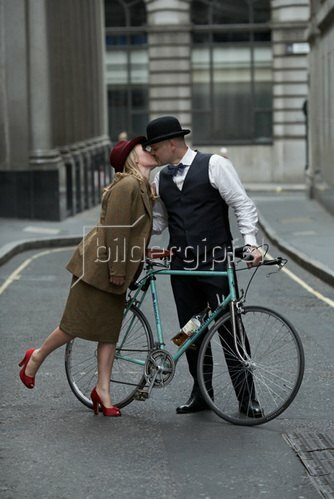 Horst A. Friedrichs: Cycle Style.<p>Alex and Zofia, both riding Bianchi.