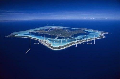 blick auf die insel bora bora franz sisch polynesien. Black Bedroom Furniture Sets. Home Design Ideas