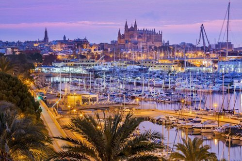 Hafen und Altstadt mit der Kathedrale La Seu im Dezember, Palma de Mallorca