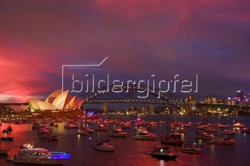 Blick über den Farm Cove auf Opera House und Harbour Bridge, Sydney, New South Wales, Australien