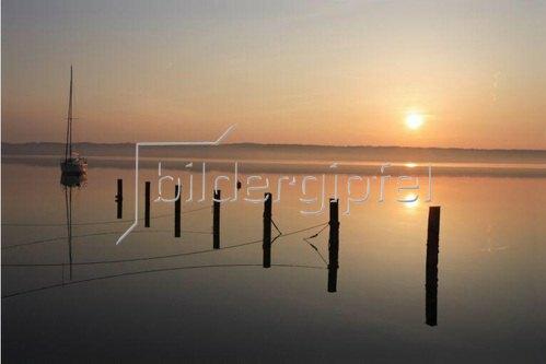 Sonnenaufgang über dem Starnberger See, Oberbayern, Bayern, Deutschland