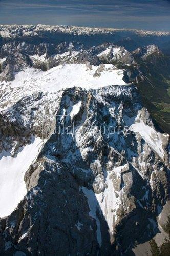 Nordseite der Zugspitze (2962m) mit Schneefernerkopf (2875m)