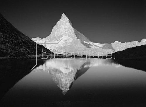 Zermatt, Riffel Lake and Matterhorn mountain, Alpen, Wallis, Schweiz