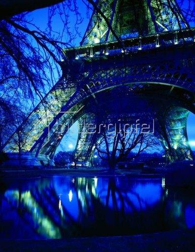 Eiffelturm bei Nacht, Paris, Ile de France, Frankreich