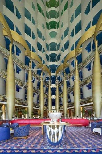 Atrium des Burj al Arab Hotel in Dubai