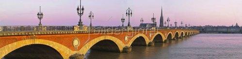 Pont de Pierre bridge over Garonne river, Gironde, Bordeaux, Aquitaine, Frankreich
