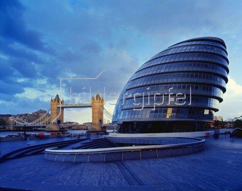 Thames river and City Hall, Tower Bridge, London, England, Vereinigtes Königreich