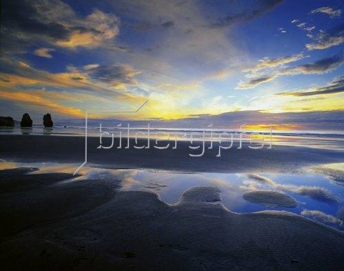 Taranaki, Three sisters Beach at Tongaporutu, North Island, Neuseeland