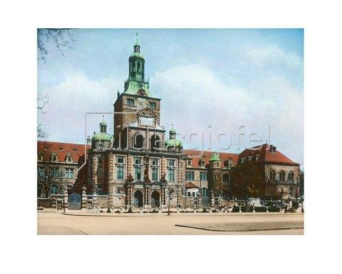Bayern um 1900 in Farbe: München. Bayerisches Nationalmuseum. Handkoloriertes Glasdiapositiv um 1900.