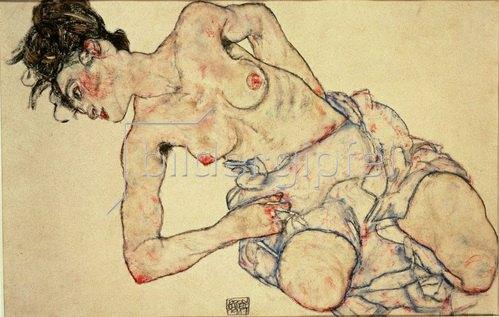 Egon Schiele: Kniender weiblicher Halbakt. Gouache, schwarze Kreide und Bleistift. 1917. 28 x 42,5 cm.