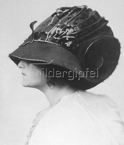 Madame d' Ora: Hutmodell von Rudolf Kriser