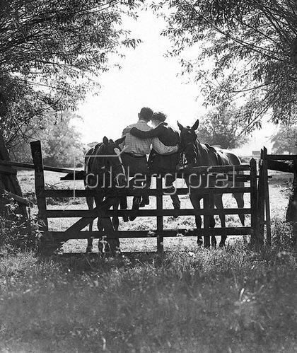 Zwei Reiter Egham, Surrey, England. Photographie um 1930