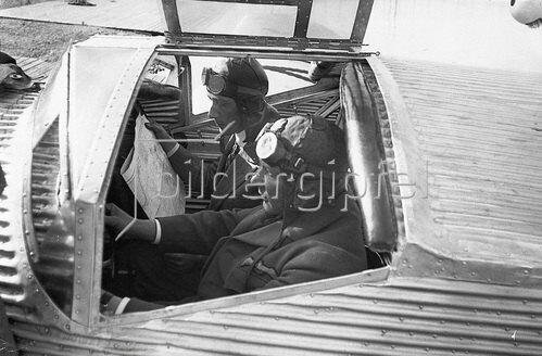 Die schwedischen Atlantiküberquerer Ahrenberg und Floden. Photographie um 1930