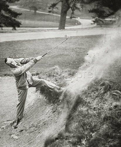 Leslie Henson beim jährlichen Golf Turnier zwischen der Stage Golfing Society und einem Team von Professionals am Moor Park Golfplatz. Photographie. 22.02.1932.
