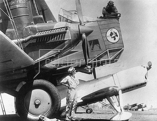 Bei einem grossen Luftsportfest in Los Angeles starteten diese beiden Maschinen zu einem Geschwindigkeitswettfliegen. Photographie. Um 1920/30.